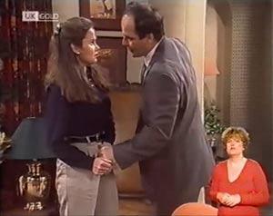Julie Robinson, Philip Martin in Neighbours Episode 2022