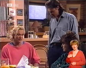 Brad Willis, Wayne Duncan, Pam Willis in Neighbours Episode 2023