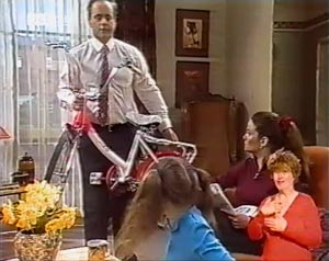 Philip Martin, Hannah Martin, Julie Robinson in Neighbours Episode 2025