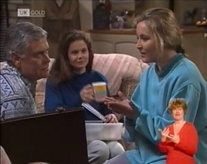 Julie Robinson, Lauren Turner, Lou Carpenter in Neighbours Episode 2026