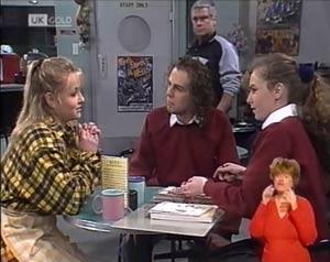 Lauren Carpenter, Craig Slater, Lou Carpenter, Debbie Martin in Neighbours Episode 2028