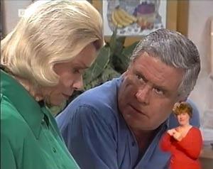 Helen Daniels, Lou Carpenter in Neighbours Episode 2029