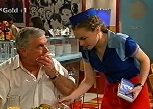 Debbie Martin, Lou Carpenter in Neighbours Episode 2919
