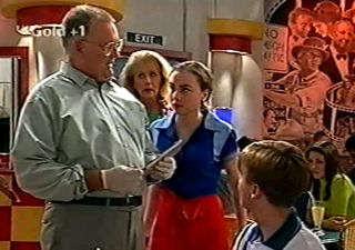 Harold Bishop, Madge Bishop, Debbie Martin in Neighbours Episode 2921