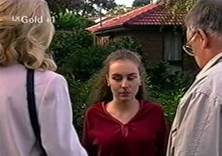 Debbie Martin, Harold Bishop, Madge Bishop in Neighbours Episode 2921
