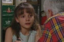 Lou Carpenter, Summer Hoyland in Neighbours Episode 4585