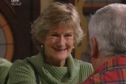 Carol Mitchell, Lou Carpenter in Neighbours Episode 4585