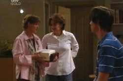 Susan Kennedy, Lyn Scully, Jack Scully in Neighbours Episode 4594