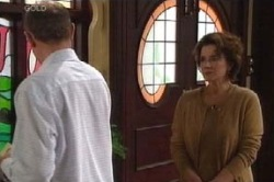 Max Hoyland, Lyn Scully in Neighbours Episode 4597
