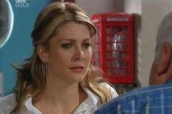 Izzy Hoyland, Lou Carpenter in Neighbours Episode 4606