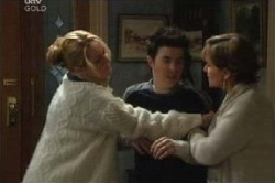 Janelle Timmins, Stingray Timmins, Susan Kennedy in Neighbours Episode 4612