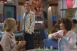 Sindi Watts, Stuart Parker, Lyn Scully in Neighbours Episode 4616