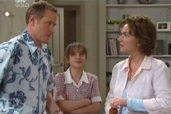 Max Hoyland, Summer Hoyland, Lyn Scully in Neighbours Episode 4616