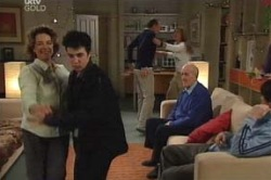 Lyn Scully, Stingray Timmins, Max Hoyland, Steph Scully, Charlie Cassidy, Jack Scully in Neighbours Episode 4618