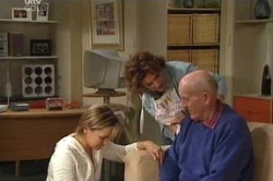 Steph Scully, Lyn Scully, Charlie Cassidy in Neighbours Episode 4619