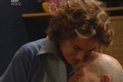 Lyn Scully, Charlie Cassidy in Neighbours Episode 4619