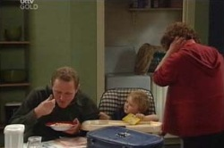 Max Hoyland, Oscar Scully, Lyn Scully in Neighbours Episode 4623