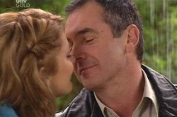 Izzy Hoyland, Karl Kennedy in Neighbours Episode 4624