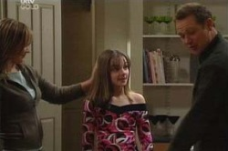 Steph Scully, Summer Hoyland, Max Hoyland in Neighbours Episode 4624