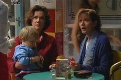 Susan Kennedy, Lyn Scully, Oscar Scully in Neighbours Episode 4625