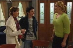 Susan Kennedy, Stingray Timmins, Janelle Timmins in Neighbours Episode 4625