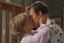 Stuart Parker, Sindi Watts in Neighbours Episode 4628