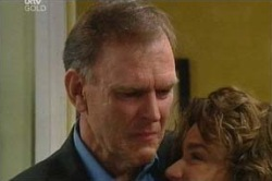 Michael Cassidy, Lyn Scully in Neighbours Episode 4647