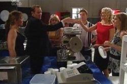 Steph Scully, Max Hoyland, Sky Mangel, Boyd Hoyland, Krystal, Izzy Hoyland in Neighbours Episode 4655