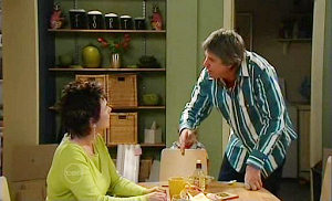 Lyn Scully, Joe Mangel in Neighbours Episode 4814