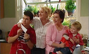 Stingray Timmins, Lyn Scully, Janelle Timmins, Oscar Scully in Neighbours Episode 4815