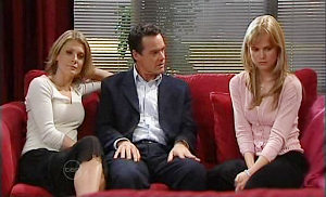 Izzy Hoyland, Paul Robinson, Elle Robinson in Neighbours Episode 4817