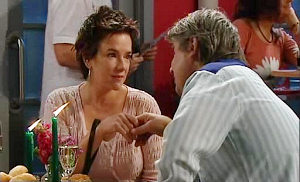 Lyn Scully, Joe Mangel in Neighbours Episode 4822