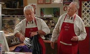 Lou Carpenter, Harold Bishop in Neighbours Episode 4824