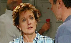 Paul Robinson, Susan Kennedy in Neighbours Episode 4825