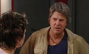 Joe Mangel, Lyn Scully in Neighbours Episode 4825