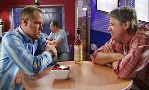 Joe Mangel, Max Hoyland in Neighbours Episode 4829