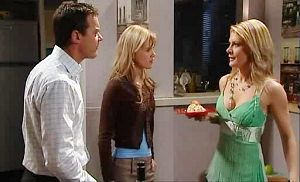 Elle Robinson, Izzy Hoyland, Paul Robinson in Neighbours Episode 4829