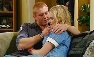 Boyd Hoyland, Janae Timmins in Neighbours Episode 4841