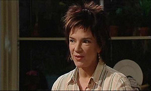 Lyn Scully in Neighbours Episode 4915