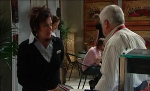 Lyn Scully, Lou Carpenter in Neighbours Episode 4915
