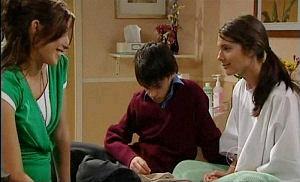 Katya Kinski, Zeke Kinski, Rachel Kinski in Neighbours Episode 4922