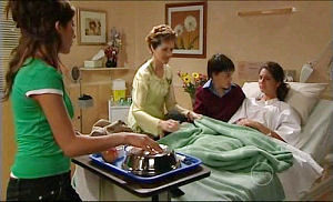Katya Kinski, Susan Kennedy, Zeke Kinski, Rachel Kinski in Neighbours Episode 4922