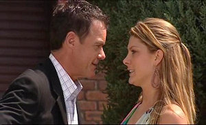 Paul Robinson, Izzy Hoyland in Neighbours Episode 4923
