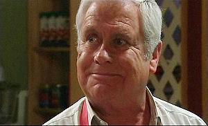 Lou Carpenter in Neighbours Episode 4924