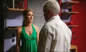 Lou Carpenter, Izzy Hoyland in Neighbours Episode 4924