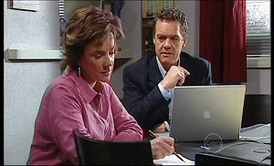 Lyn Scully, Paul Robinson in Neighbours Episode 4976