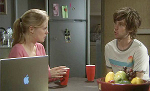 Elle Robinson, Riley Parker in Neighbours Episode 5371