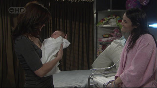 Rebecca Napier, Chloe Cammeniti, Carmella Cammeniti in Neighbours Episode 5376