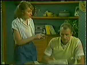Julie Robinson, Jim Robinson in Neighbours Episode 0034