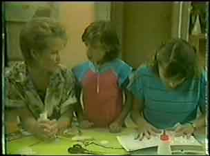 Daphne Lawrence, Lucy Robinson, Julie Robinson in Neighbours Episode 0034